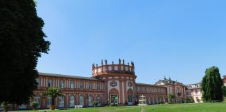 Living-like-a-local-Wiesenbaden-castle-2346359_1920-e1536168080956