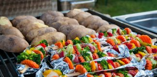host-the-ultimate-tailgate-barbecue-2920662_1280