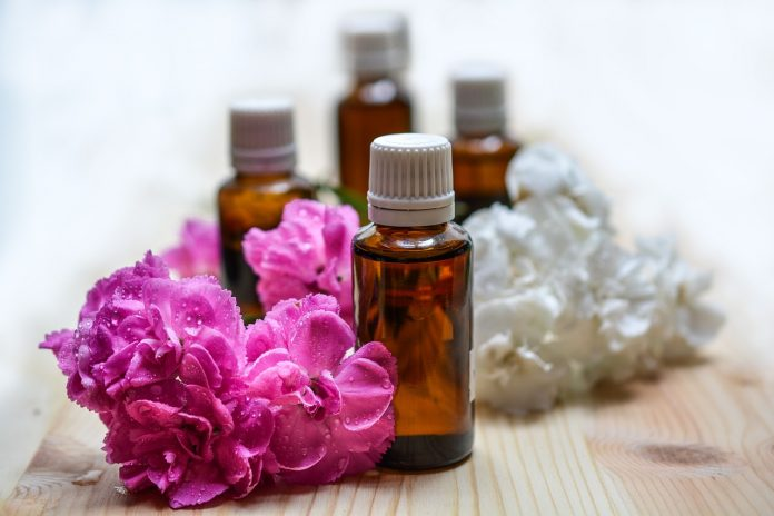 6 ways to rid your rental of that funky smell with natural products pixabay essential oils 1433694 1280