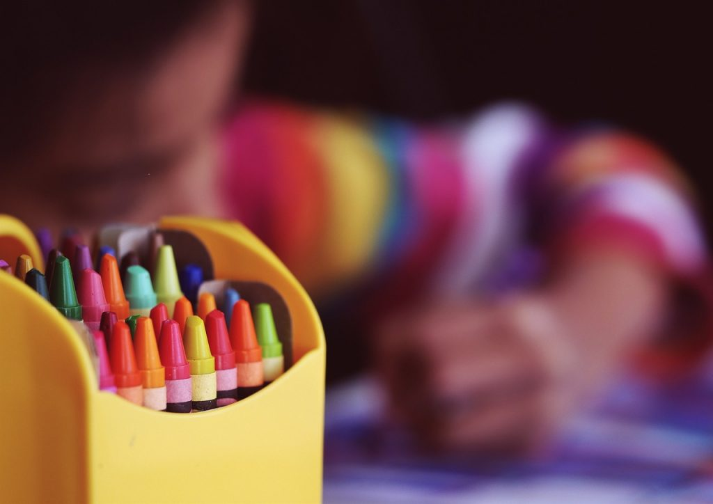 tips for changing schools mid year crayons 1209804 1280
